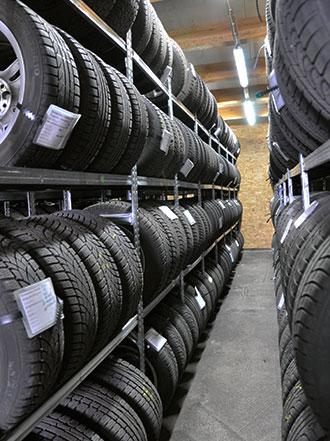 Reifenlager und Autoreifen von KfZ-Werkstatt Auto Mietsam in Wendelstein