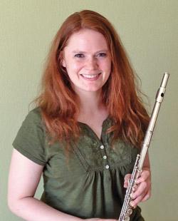 Unsere Querflöten und Blockflöten-Lehrerin Lisa Wenzel gibt Querflöten- und Blockflöten-Unterricht
