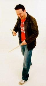 Schlagzeug-Lehrer Martin Stenger gibt Unterricht in Schlagzeug