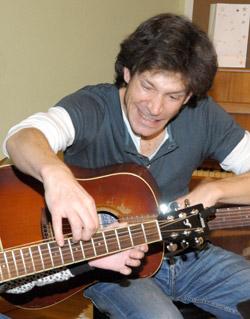 Unser Gitarren- und Bass-Lehrer Stefan Schuricht gibt Bass- und Gitarren-Unterricht